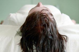 Galvos prakaitavimas miegant