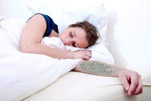 Kodėl tirpsta rankos miegant?