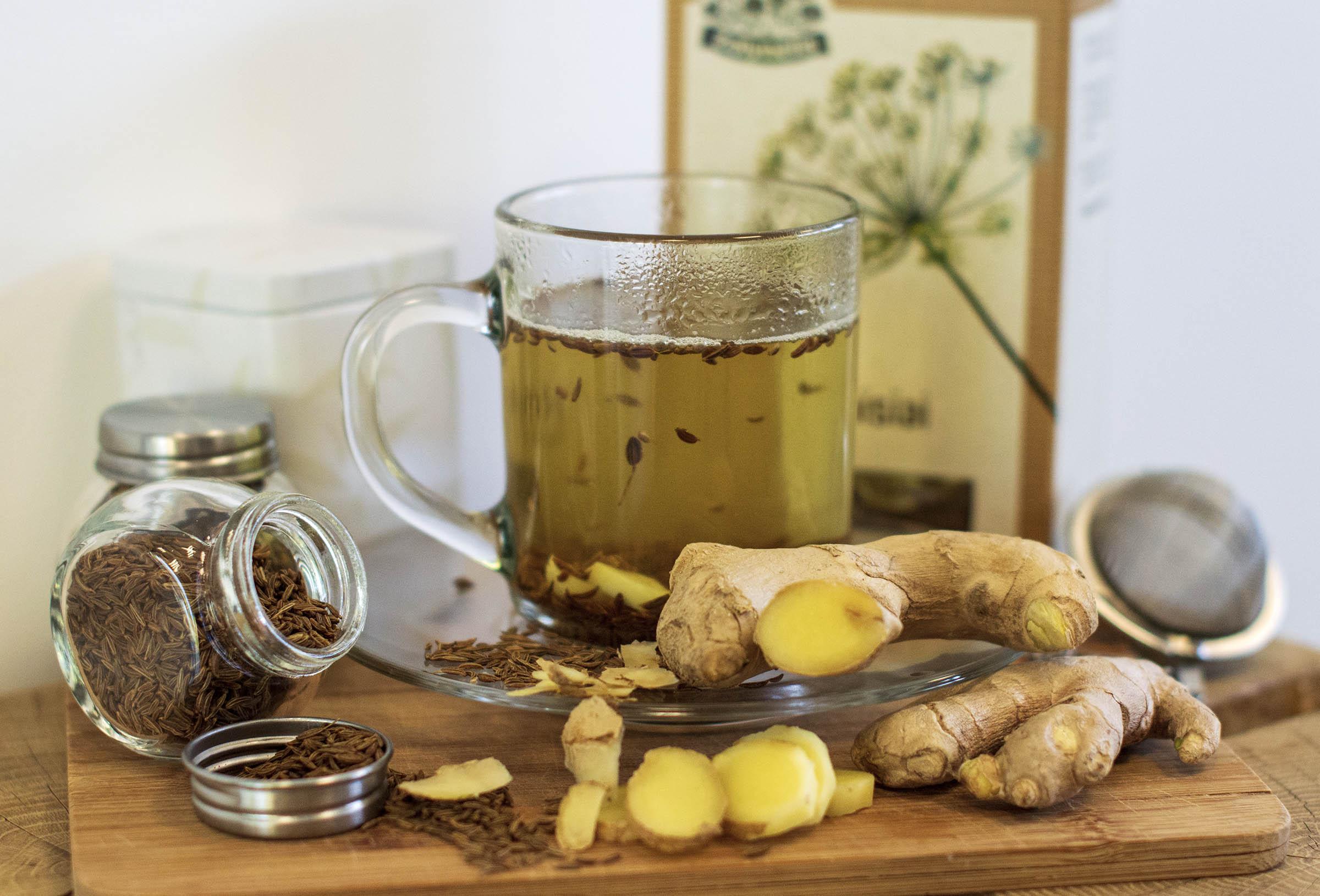 Kmynų arbata su imbieru