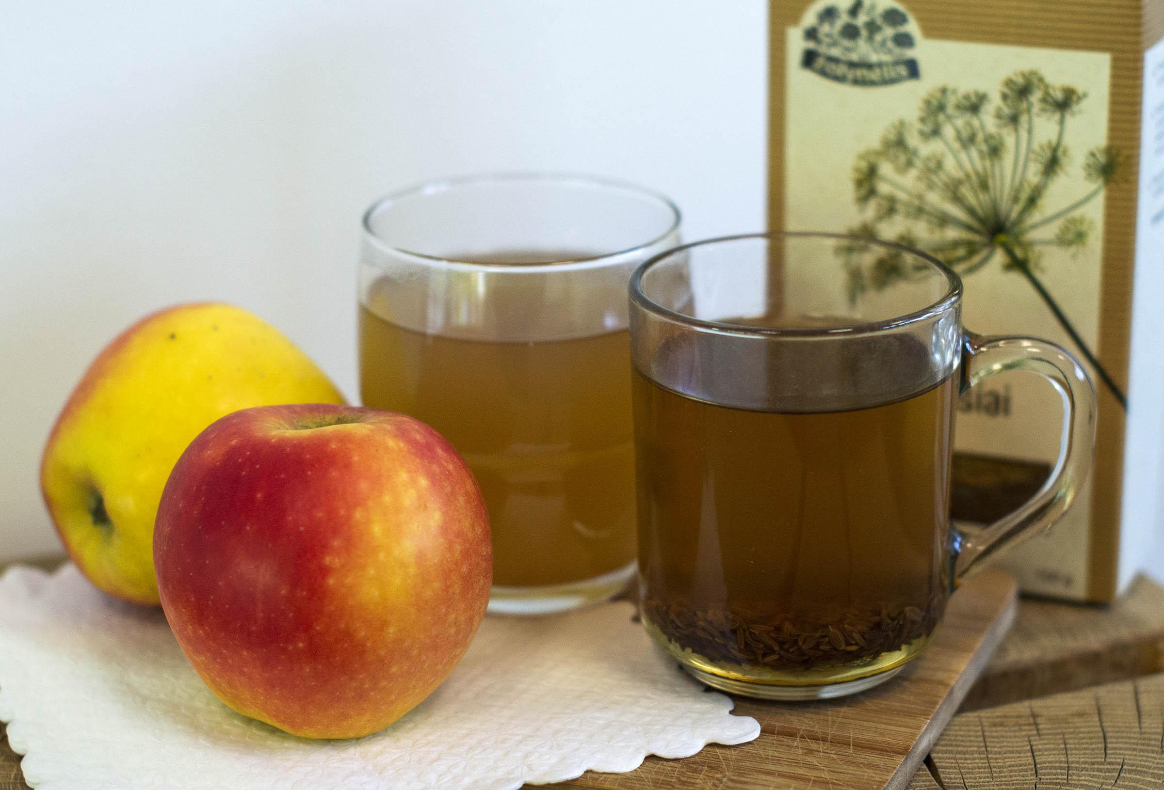 Kmynų arbata su obuolių sultimis